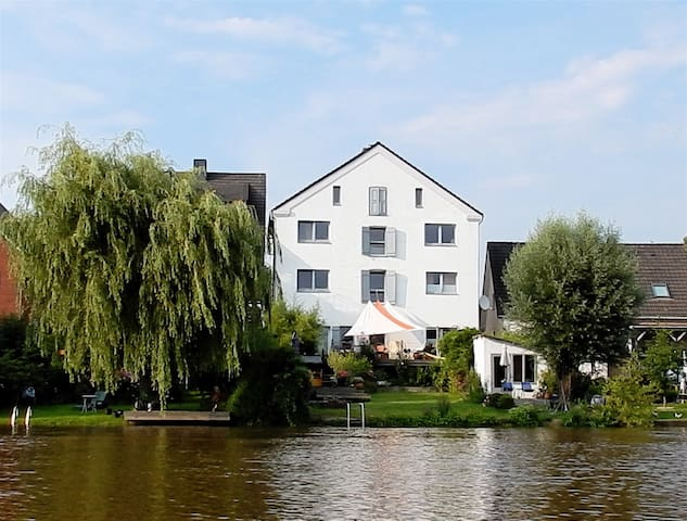 Historischer Kornspeicher am Fluss. - Osten - Appartement