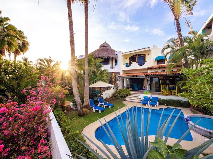 Beautiful Traditional Villa - Beach is just steps away!