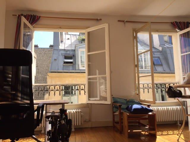 Paris sunny studio 3rd arr. Metro Arts et Metiers