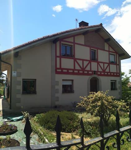 Habitación en Casa Txatxamatxalinatxu, Gebara.