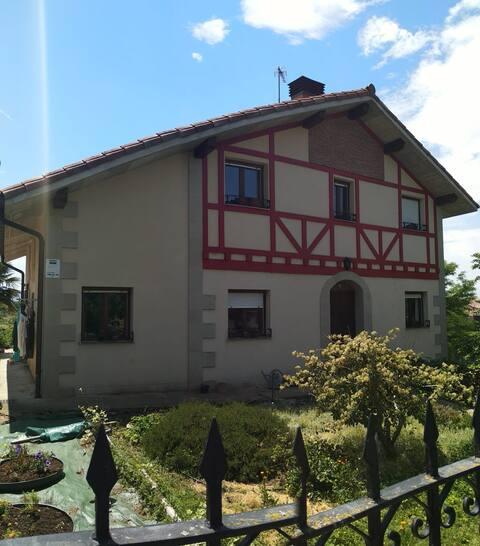 Casa entera Txatxamatxalinatxu, Gebara.