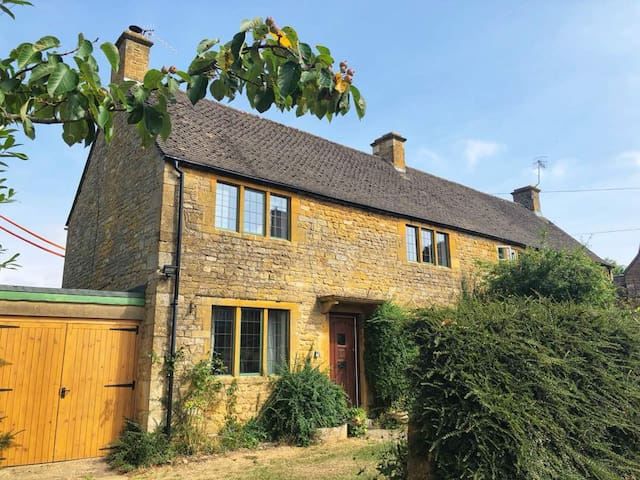 Private Cotswolds Cottage nr Stratford-upon-Avon