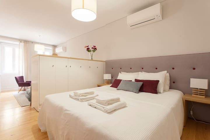 Modern flat in Alfama Lisbon w/ lift & river view - Lisboa