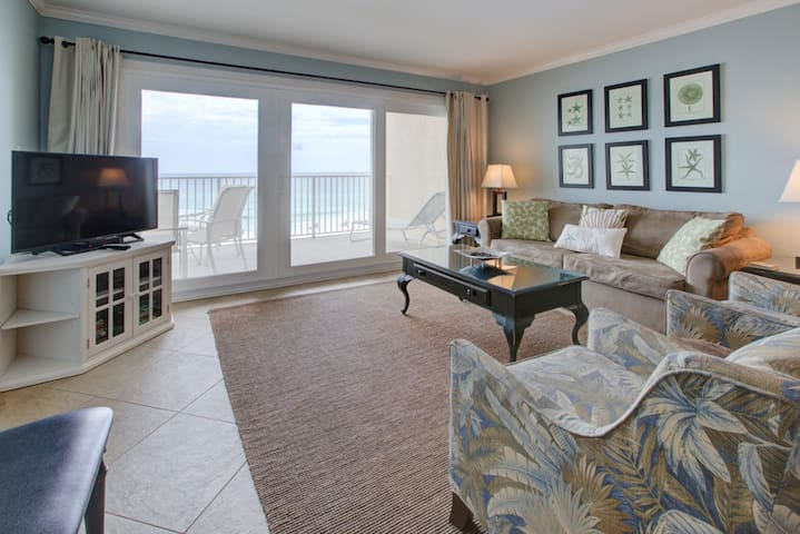 Nice Gulf Front Condo! Great Amenities, Nearby Shops & Restaurants!