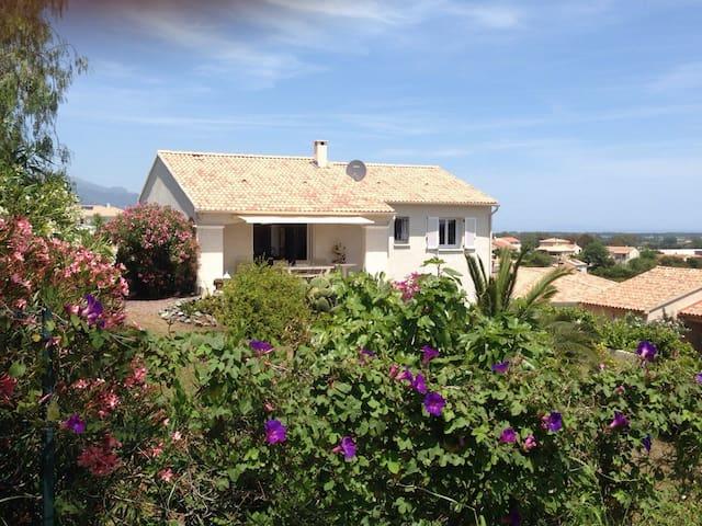 Villa de standing avec jardin paysagé. - Biguglia - Rumah