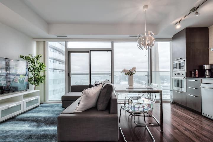 30+ floor condo in the sky overlooking CN Tower