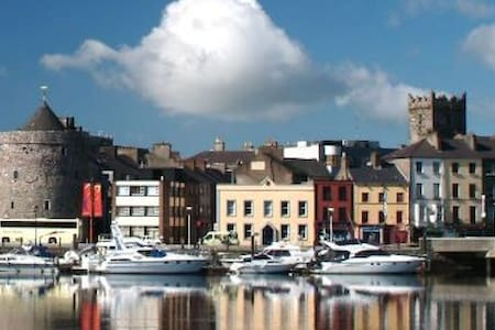 Beautiful 2 bed Apartment with great views - Athlone