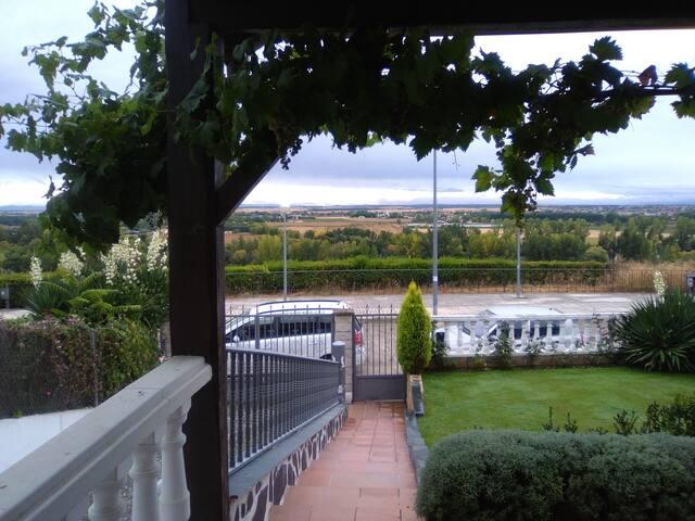 Habitacion doble con desayuno, a 4 km. Salamanca - Cabrerizos - Ev