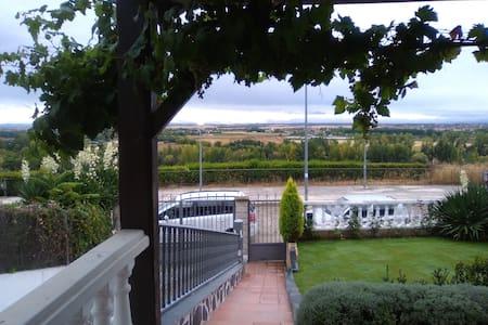 Habitacion doble con desayuno, a 4 km. Salamanca - Cabrerizos - Ház
