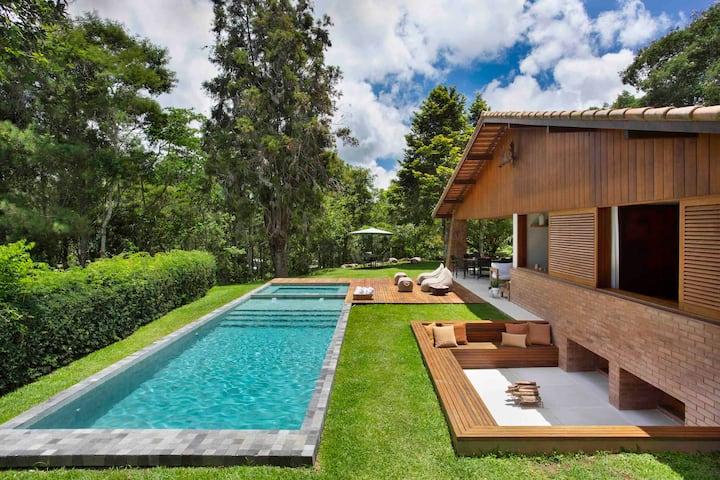 Casa luxuosa na serra
