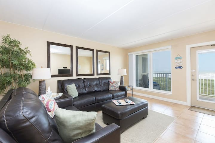 Edgewater 302 - 3rd Story Balcony Right on the Gulf of Mexico, Pool, Hot Tub and More
