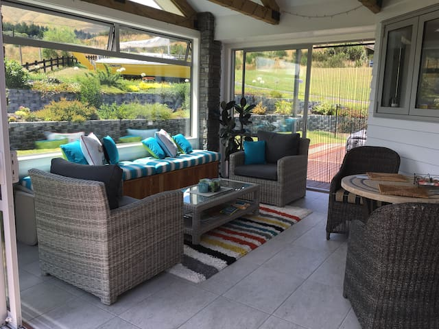 Kinloch Lake and Golf Views - Two Rooms