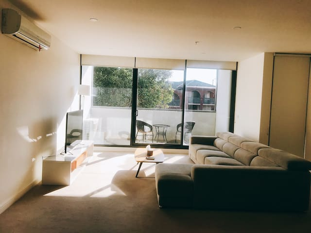 Doncaster Westfield cozy 2-bedroom apartment