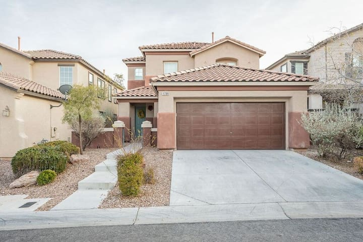Excellent 5 rooms house in summerlin!!!