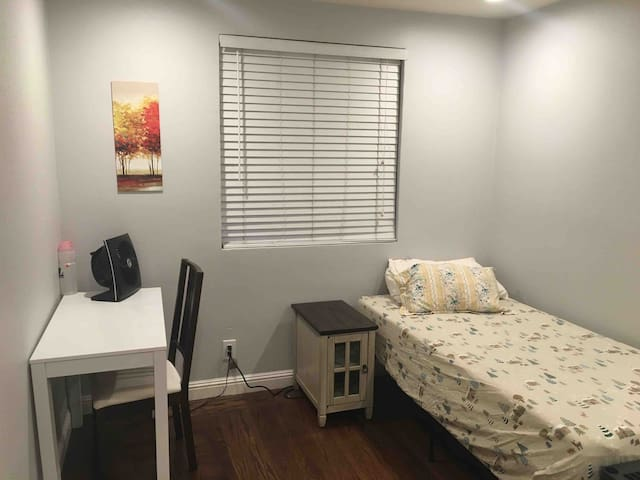 BedRoom w separate entrance near great mall, cisco