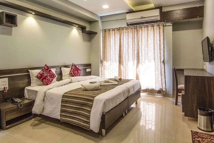 3 Rooms in a Luxurious Bungalow