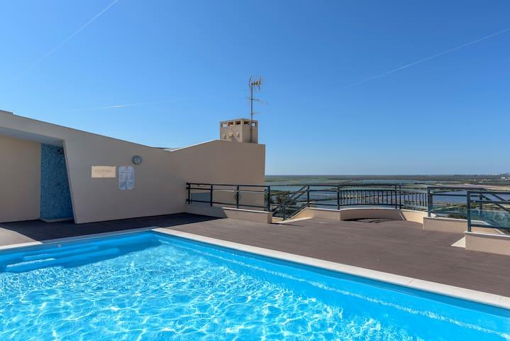 Olhão Apartment with Balcony