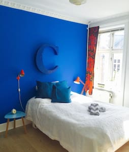 Calming blue room - Apartment