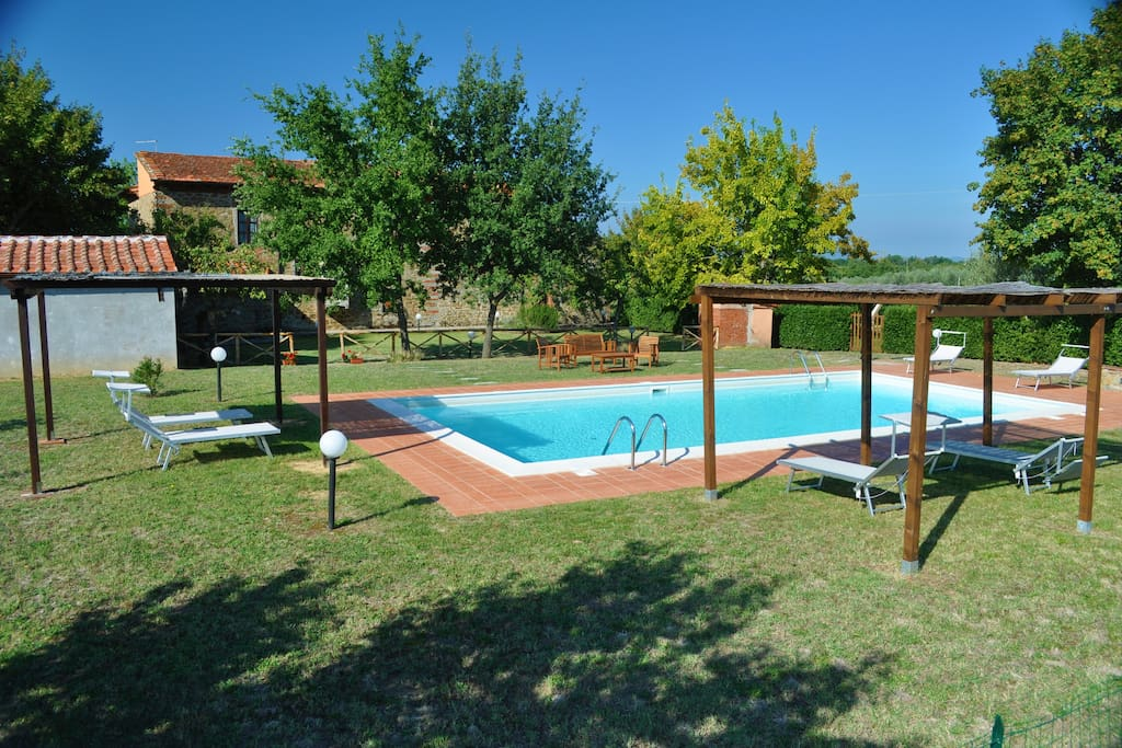 Casa nella campagna del chianti con piscina villas for rent in terranuova bracciolini toscana - Piscina terranuova bracciolini ...