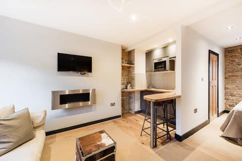 Self Contained Stylish Pad nr St Pauls/City