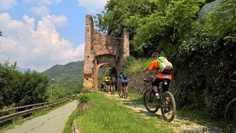 Casetta storica nel borgo di Roccasparvera V.Stura