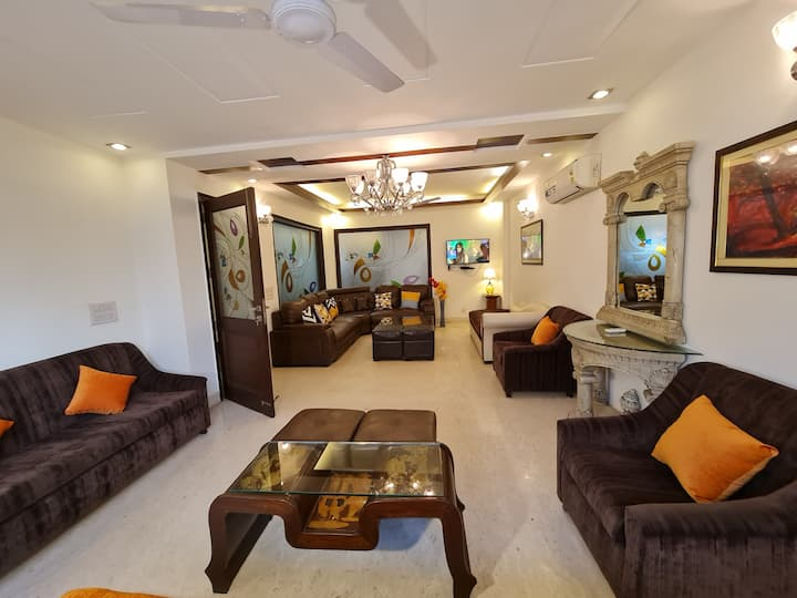 HAUZ KHAS 4BR-ENTIRE FLOOR 2200 SQFT ♥ULTRA LUXURY