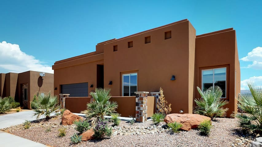 Large Luxury home with Private Pool Near St George