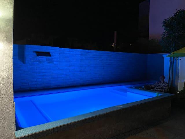 Casa con piscina y Jacuzzi privados muelle en lago