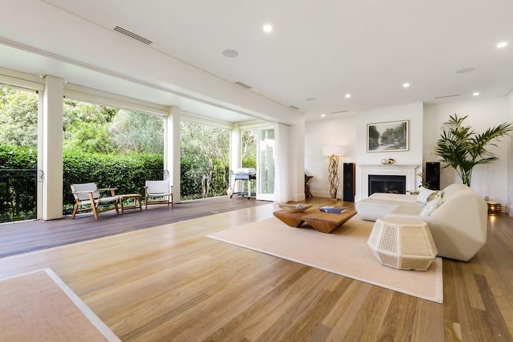 Ultimate Luxury - Paddington Family home w/Parking