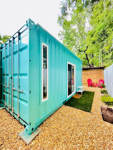 Unique Shipping Container Studio - 2 miles from UF