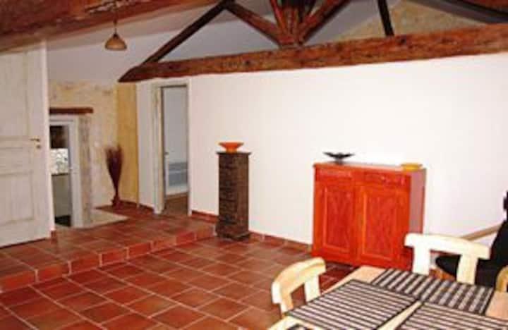 Gîte T2 provençal  2 lits  Accès SPA et Patio