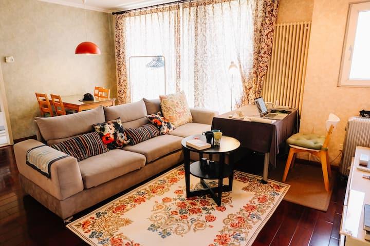 紧邻地铁和朝阳大悦城设计师家的床位