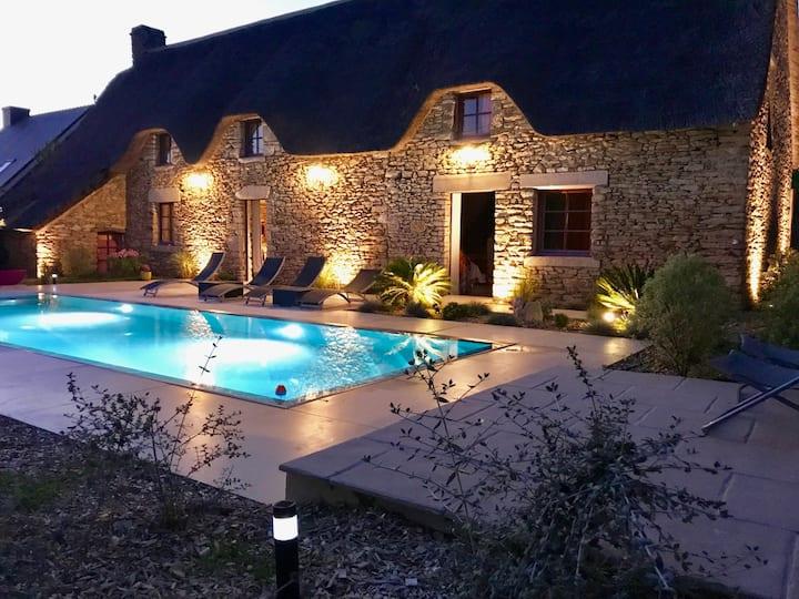 Chaumière av piscine miroir chauffée près La Baule