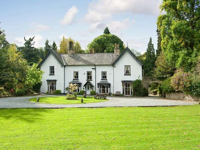BROOKSIDE MANOR HOUSE, family friendly in Bronygarth, Ref 21880