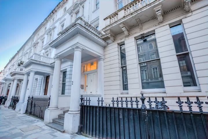 Split level in South Kensington close to museums