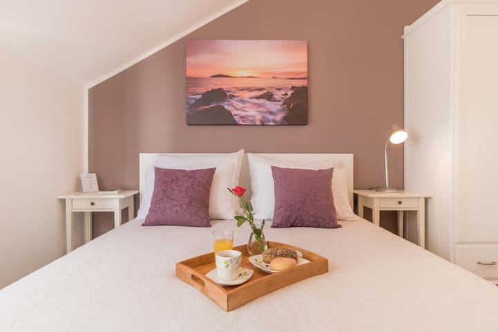 Micika - Nicely Furnished Room in Cavtat