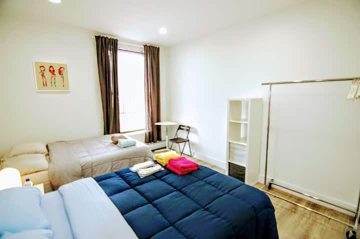 Large and bright bedroom 18 min to Grand Central