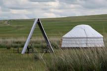 萨纳艺术营地,无国界民族主义蒙古包(红色),感受原生态草原