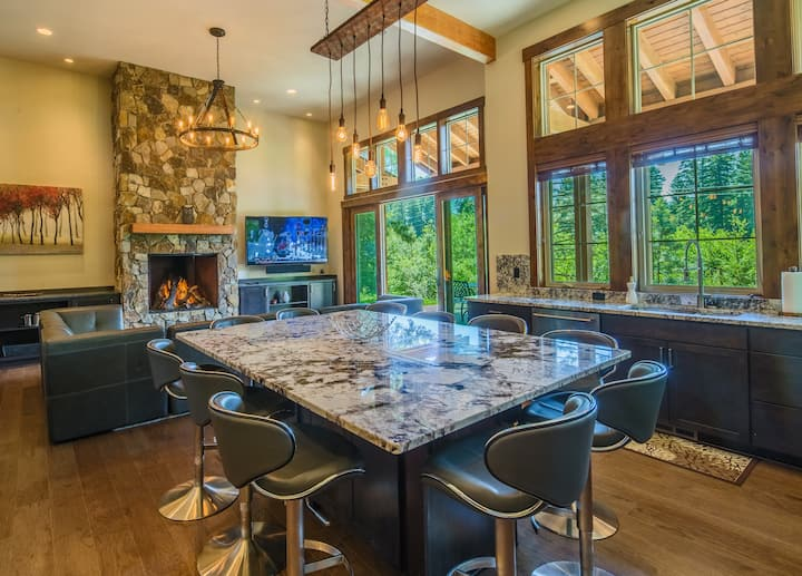 Elk View Lodge-Brand New Luxury Suncadia Retreat! Private w/Hot Tub & Fire Pit | Summer Pool