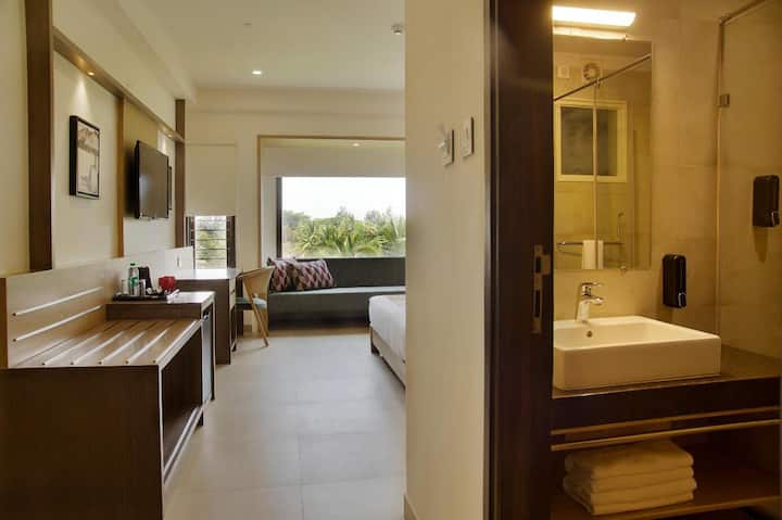 Stay at Purple Cloud close to Kempegowda Apt