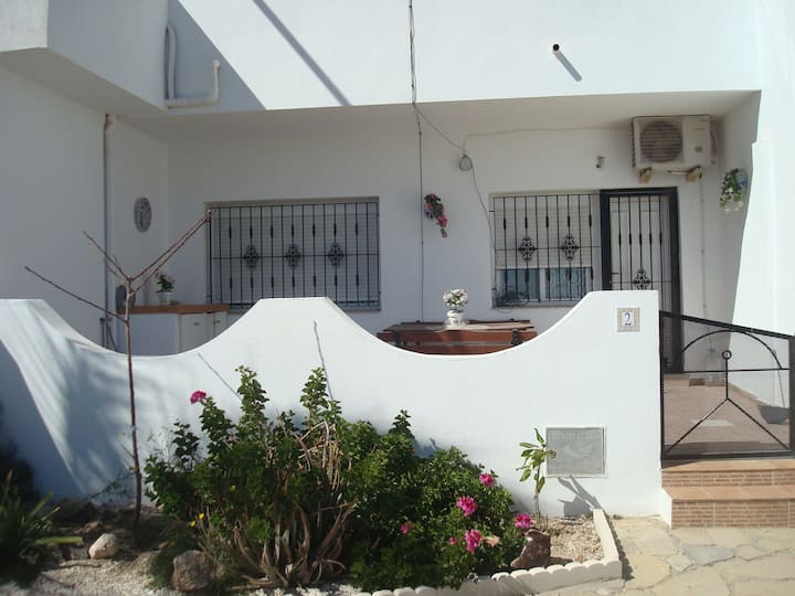 Impressive apartment in ground floor with terrace of 2 rooms, A / A and pool. 2