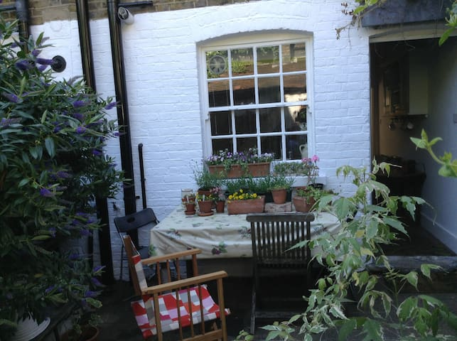 Cottage retreat in the heart of London