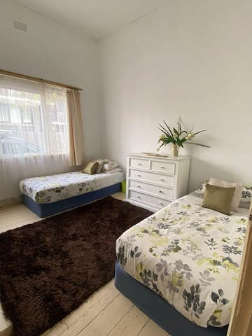 Room in Elwood Short term