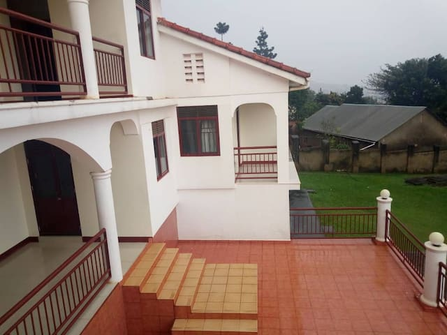 Chelsea Vacation Rentals - Bwebajja Resort