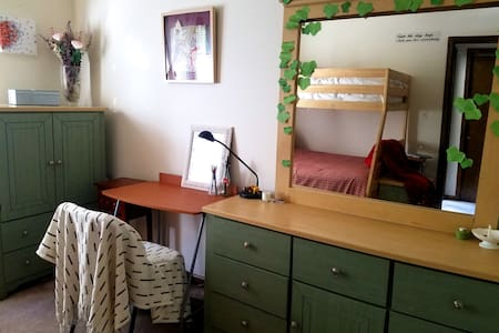 A nice clean room with easy commute to NYC - Fort Lee - Byhus