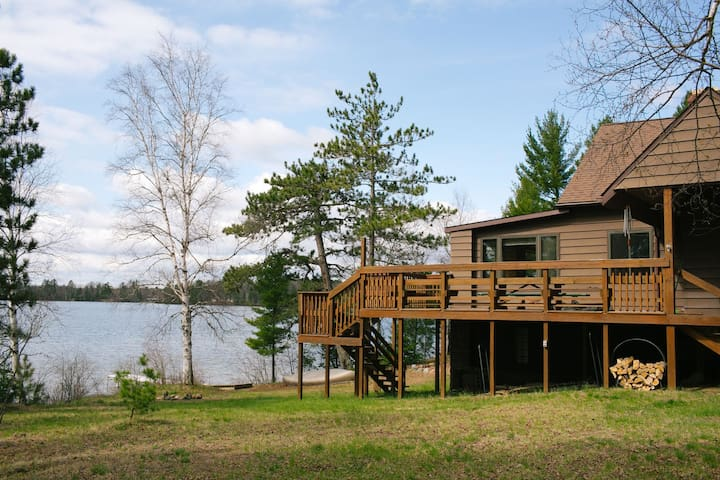 LITTLE LAKE COTTAGE (by Marquette) Sleeps 8, Pets welcome!