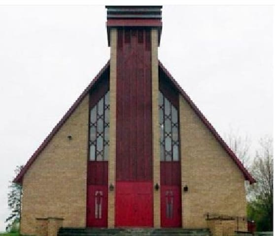 Church for rent (movies,music,events,) Ohotel.ca