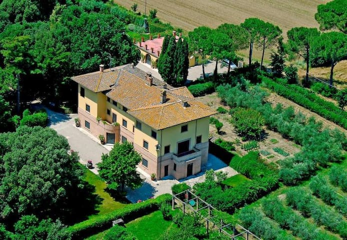 Art-nouveau villa with private lawn and pool - Perugia - Casa de camp