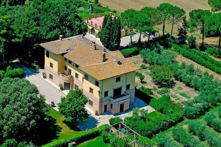 Art-nouveau villa with private lawn and pool - Perugia
