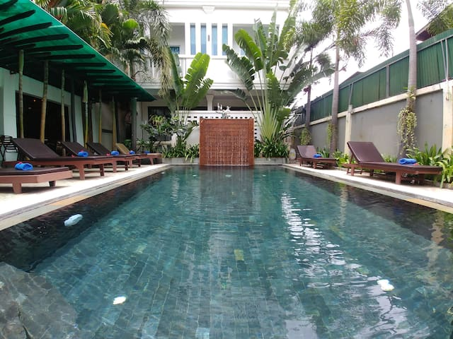 One Private Family max 4pax free Breakfast+ PickUP